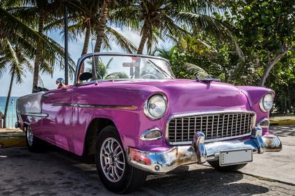 Kuba Varadero Oldtimer parkt in der Nhe vom Strand